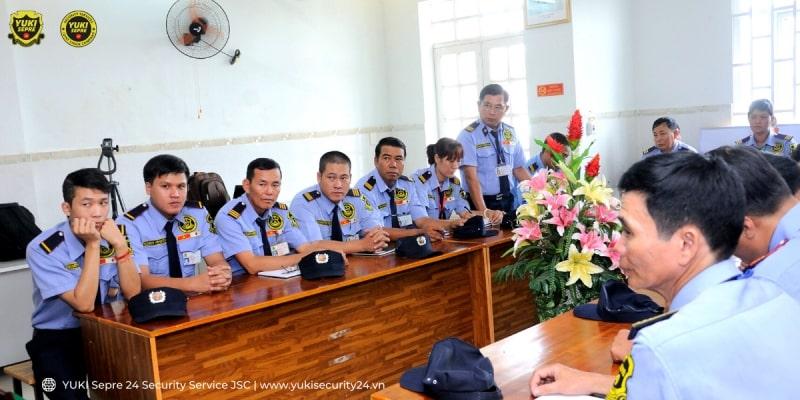 Công ty bảo vệ YUKI Sepre 24 họp giao ban